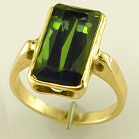 Women's Green Tourmaline Ring for Jyotish/Vedic Astrology / Ayurveda></td>